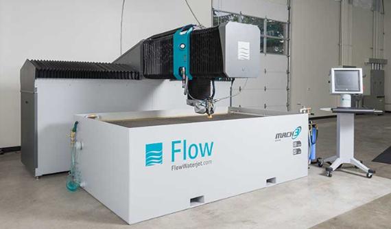 超高圧に圧縮した水の噴射力で材料を切断する、世界屈指の信頼を誇る Flow 社のウォータージェット。