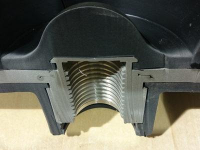 樹脂、組付け金属一体成形品切断